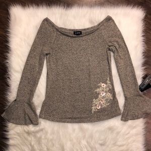 A. Byer Vented Bell Sleeve Floral Sweater | XL